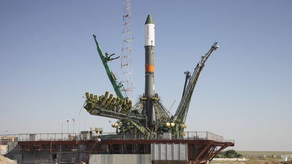 Cohete Progress-M esta lanzado desde el cosmódromo de Baikonur en Kazajistán, el 1 de julio, 2015 - Sputnik Mundo
