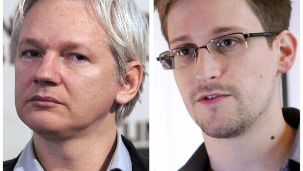 Julian Assange, fundador de WikiLeaks, y Edward Snowden, exempleado de la NSA - Sputnik Mundo