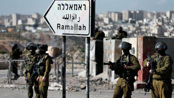 Oficial israelí mata a un adolescente palestino que lanzaba piedras - Sputnik Mundo