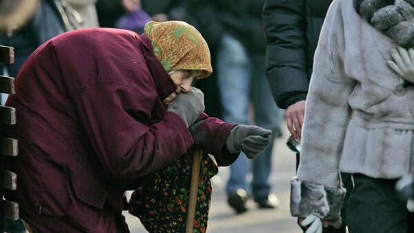 Aciana ucraniana pide limosna en calles de Kiev - Sputnik Mundo