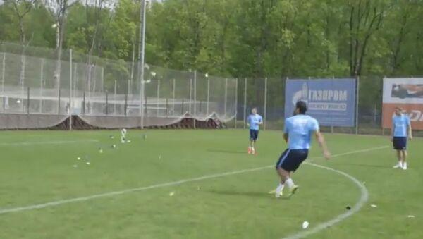 La fuerza del futbolista brasileño - Sputnik Mundo