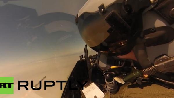 Caza F-16 abate un dron con misil guiado - Sputnik Mundo