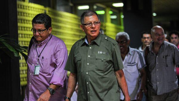Los comandantes de las FARC Pablo Catatumbo (izda.) y Rodrigo Granda (centro) - Sputnik Mundo