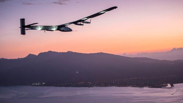 Solar Impulse 2 llega a Hawái marcando récord de vuelo ininterrumpido - Sputnik Mundo