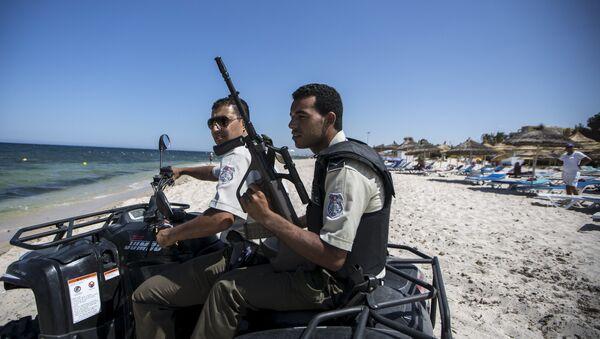 Guardia Nacional de Túnez patrulla la playa en Susa - Sputnik Mundo