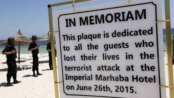 Policia tunecina en el lugar del atentado terrorista en el hotel Imperial Marhaba. 3 de julio de 2015 - Sputnik Mundo
