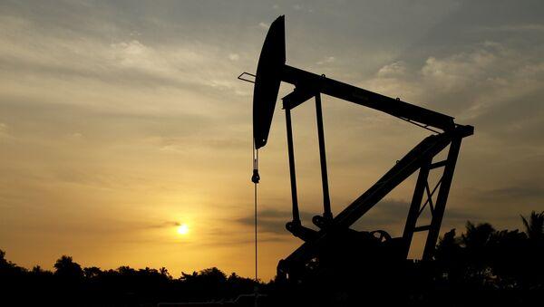 Extracción de petróleo en Venezuela (archivo) - Sputnik Mundo