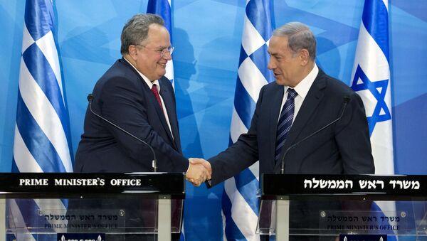Ministro de Asuntos Exteriores de Grecia, Nikos Kotzias (izda.) y primer ministro de Israel, Benjamín Netanyahu - Sputnik Mundo