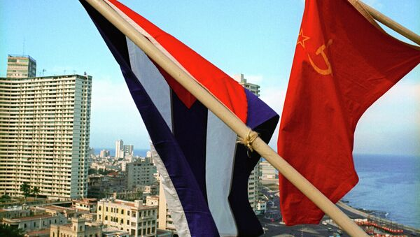 Banderas de la URSS y Cuba - Sputnik Mundo