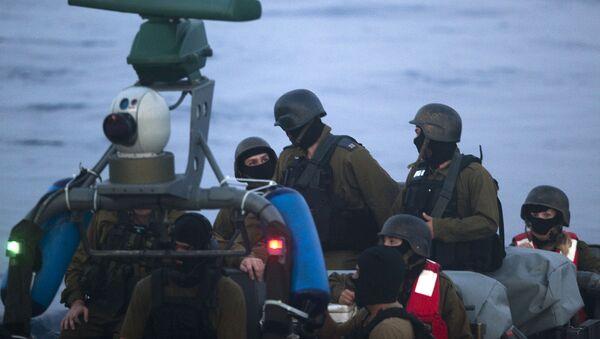 Militares israelíes durante el ataque a la Flotilla de Gaza (archivo) - Sputnik Mundo