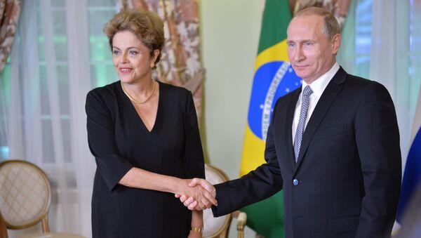 La presidenta de Brasil, Dilma Rousseff, y el presidente de Rusia, Vladímir Putin - Sputnik Mundo