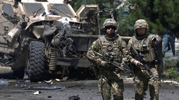 NATO soldiers walk at the site of a suicide bomb attack in Kabul, Afghanistan June 30, 2015. - Sputnik Mundo
