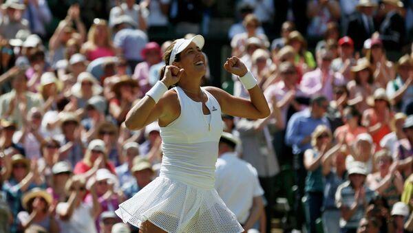 Garbiñe Muguruza despues de ganar en el final de Wimbledon, el 9 de julio, 2015 - Sputnik Mundo
