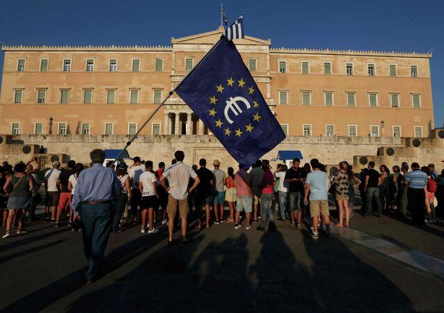 Protesta pro-euro frente al Parlamento de Grecia en Atenas