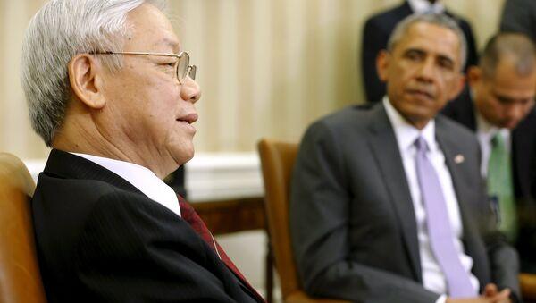 Nguyen Phu Trong, secretario general del Partido Comunista de Vietnam, y Barack Obama, presidente de EEUU, en la Casa Blanca en Washington, el 7 de julio, 2015 - Sputnik Mundo