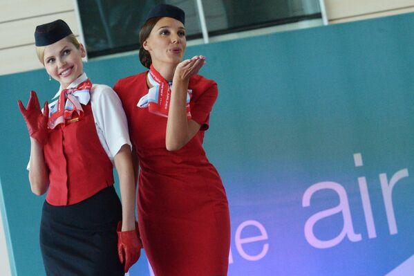 Desfile de azafatas en el aeropuerto ruso de Domodédovo - Sputnik Mundo