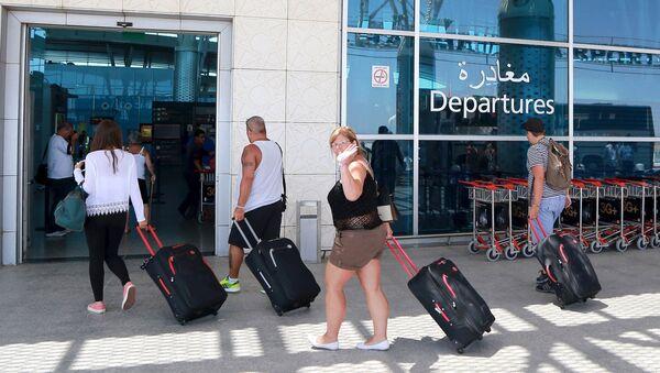 Londres evacua con urgencia a unos 3.000 turistas de Túnez - Sputnik Mundo