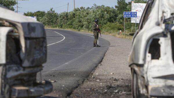 Un militar del Ministerio del Interior tras un tiroteo en Mukachevo - Sputnik Mundo
