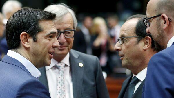 Primer ministro de Grecia, Alexis Tsipras, presidente de la Comisión Europea, Jean-Claude Juncker, presidente de Francia, François Hollande y primer ministro de Bélgica, Charles Miche - Sputnik Mundo