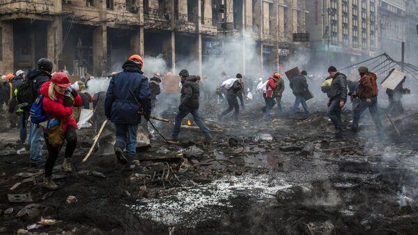 Manifestantes en la Plaza de Independencia en Kiev, el 20 de febrero, 2014 - Sputnik Mundo