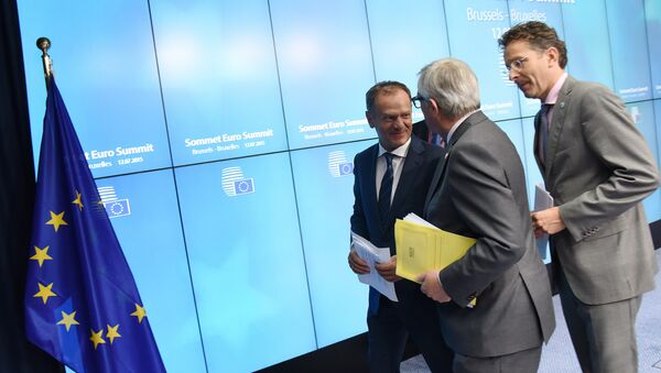 Donald Tusk, Jean-Claude Juncker y Jeroen Dijsselbloem después de la presentación del acuerdo sobre Grecia - Sputnik Mundo