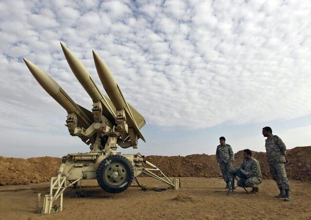 Ejército de Irán prepara misiles para el lanzamiento (archivo)