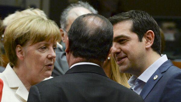 Primer ministro de Grecia, Alexis Tsipras, habla con Ángela Merkel y Francois Hollande - Sputnik Mundo