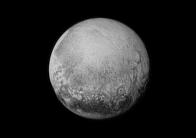 Plutón visto desde la sonda New Horizons en julio de 2015