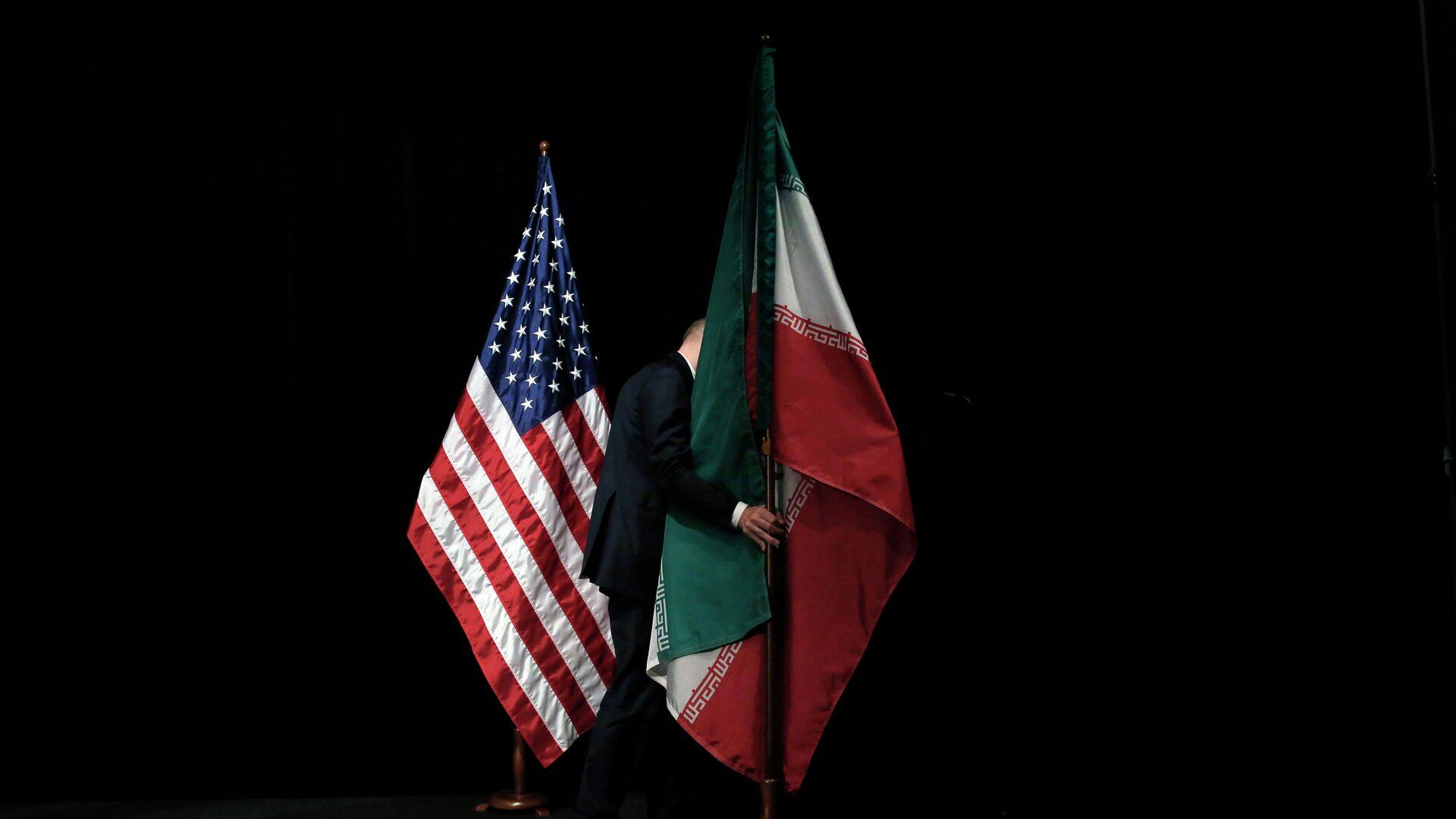Banderas de EEUU e Irán - Sputnik Mundo, 1920, 03.07.2021