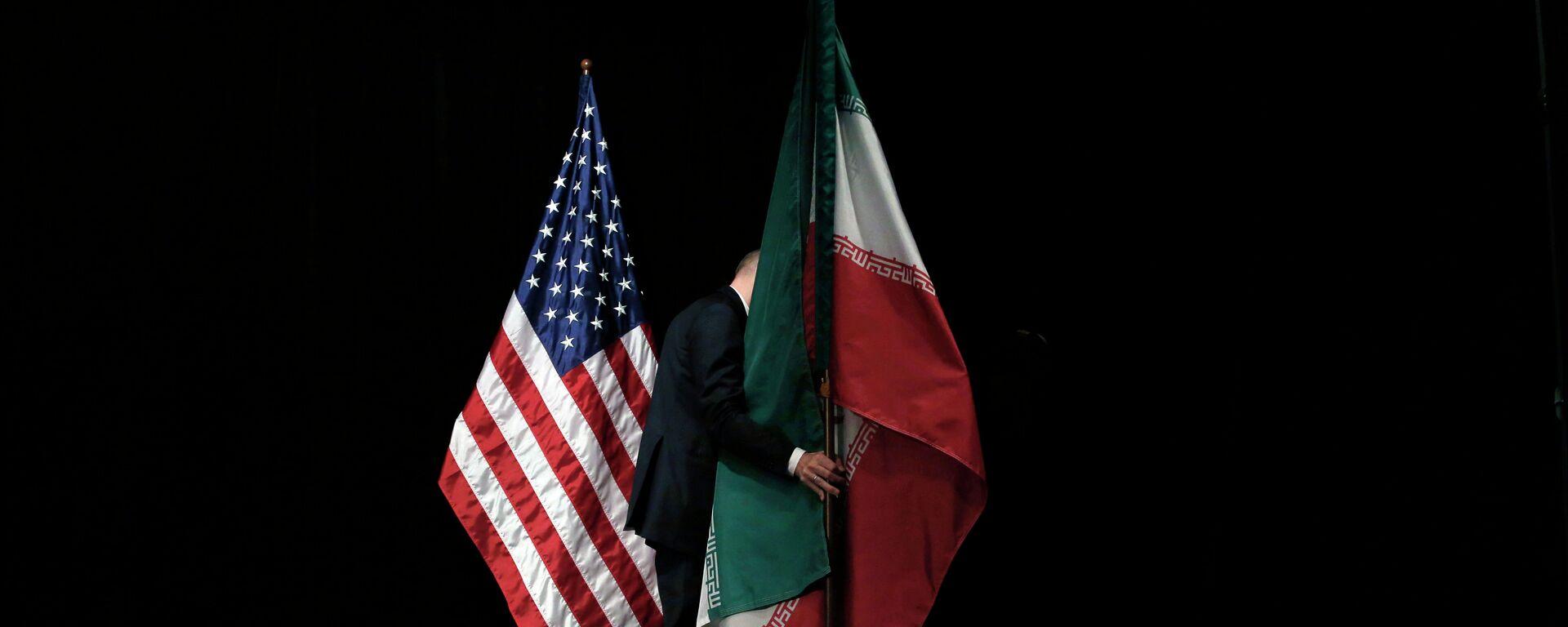 Banderas de EEUU e Irán - Sputnik Mundo, 1920, 02.08.2021