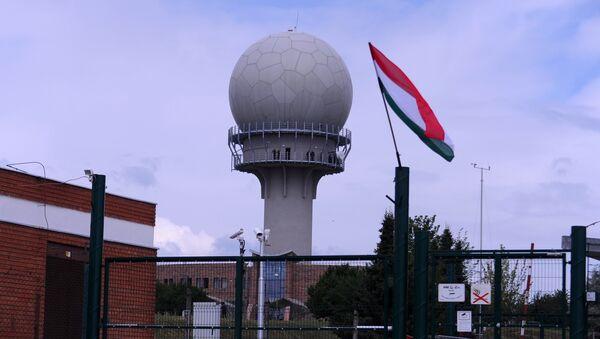 Nuevo radar 3D en la base militar en la ciudad de Medina, Hungría, el 14 de julio, 2015 - Sputnik Mundo