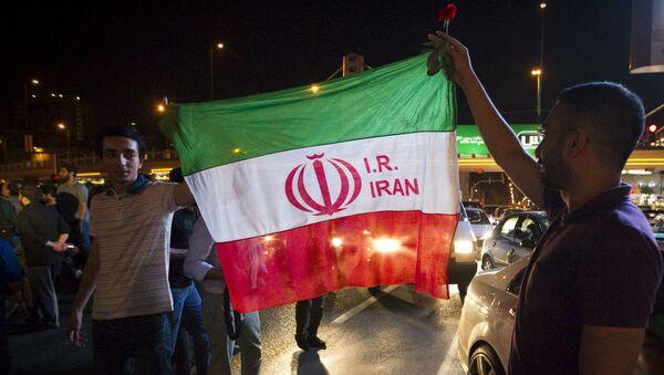 Iraníes celebran el acuerdo nuclear en Teherán, el 14 de julio, 2015 - Sputnik Mundo