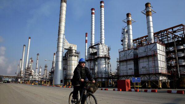 Extracción de petróleo en Irán (Archivo) - Sputnik Mundo