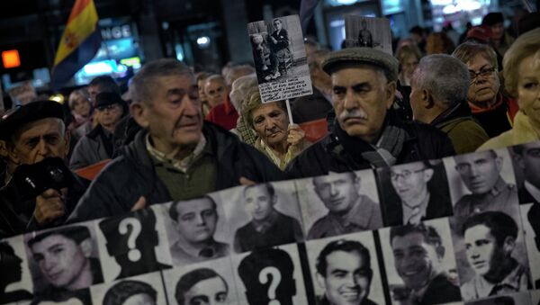 Manifestación en memoria de las víctimas de la Guerra Civil en España - Sputnik Mundo