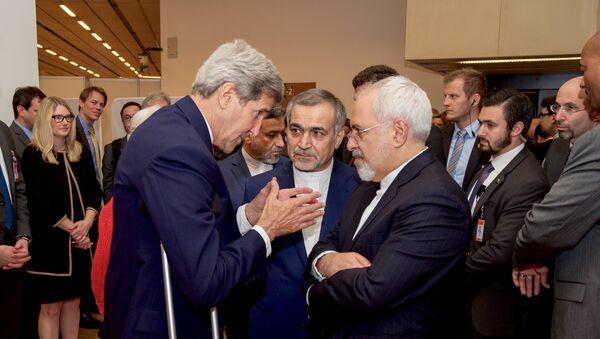 Secretario de Estado de EEUU, John Kerry, y ministro de Exteriores de Irán, Javad Zarif - Sputnik Mundo