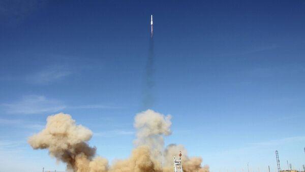 Cohete ruso Protón pone en órbita el satélite estadounidense АМС-4P (Archivo) - Sputnik Mundo