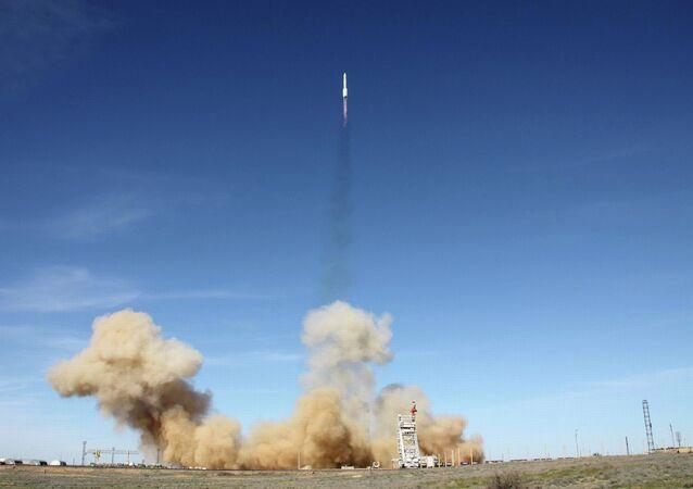 Старт РН Протон-М с американским спутником АМС-4P