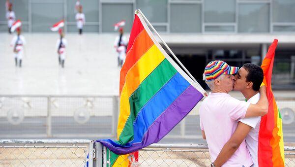 Una pareja gay - Sputnik Mundo