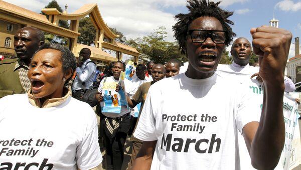 Miembros de una formación antigay de Kenia protestan en Nairobi contra la comunidad LGTB (archivo) - Sputnik Mundo