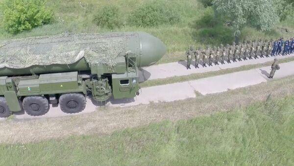 Misiles Tópol vistos desde un dron - Sputnik Mundo
