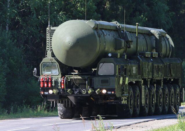 El sistema de misiles balísticos intercontinentales RS-24 Yars de base móvil (archivo)