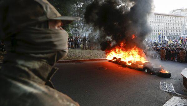 Combatientes de grupo radical Pravy Sektor protestan en Kiev - Sputnik Mundo