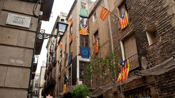 Banderas de Cataluña y UE - Sputnik Mundo