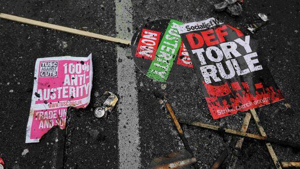 Protesta en contra de austeridad en Londres - Sputnik Mundo