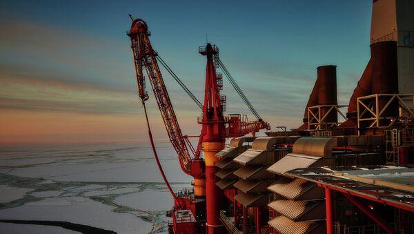 Plataforma petrolera marítima Prirazlomnaya en Rusia - Sputnik Mundo