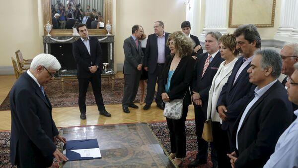 Ceremonia de juramento de los nuevos ministros y viceministros del Gobierno de Grecia, el 18 de julio, 2015 - Sputnik Mundo