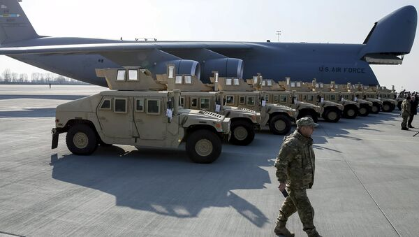 Avión estadounidense con primer lote de Humvee (Archivo) - Sputnik Mundo