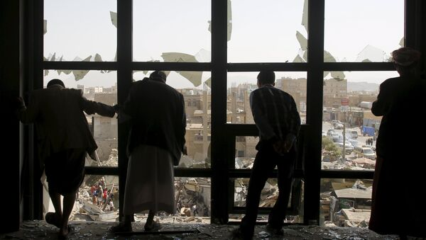 Air strike in Yemen's capital Sanaa July 20, 2015 - Sputnik Mundo