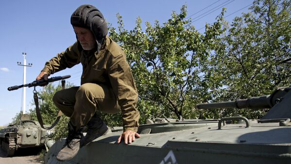 Un miliciano de Donetsk (archivo) - Sputnik Mundo