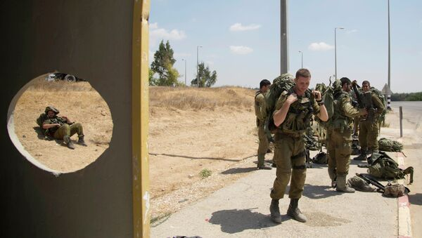 Soldados israelíes cerca de la frontera con la Franja de Gaza (Archivo) - Sputnik Mundo